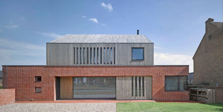 Front elevation of Broad Street House, Suffolk Nash Baker Architects Ltd Будинки Цегла Червоний