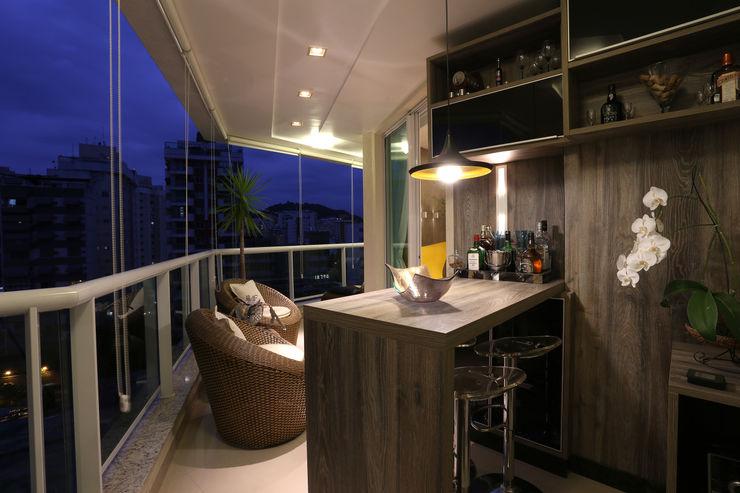 Varanda Gourmet Guilherme Galvão Arquitetura e Interiores Varandas, alpendres e terraços modernos