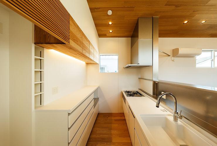 一級建築士事務所haus 스칸디나비아 주방 플라스틱 화이트