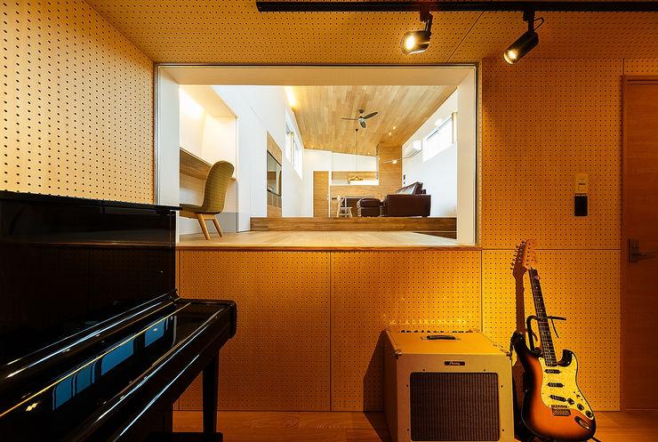 一級建築士事務所haus 스칸디나비아 미디어 룸 우드 우드 그레인