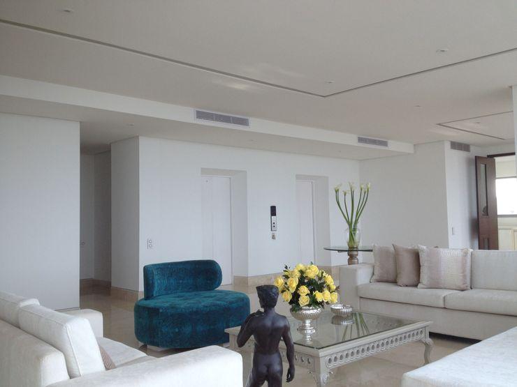 RCRD Studio Salones de estilo moderno