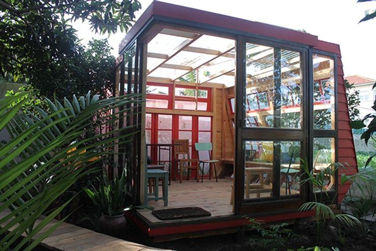 homify Scandinavian style conservatory