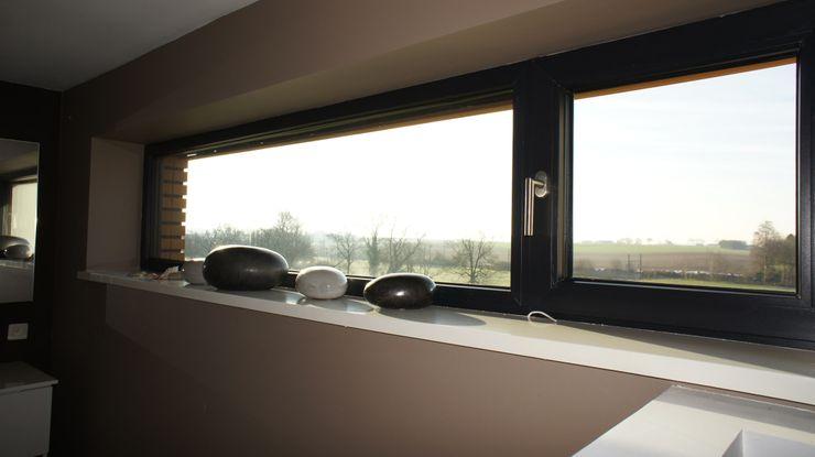 Salle de bain Bureau d'Architectes Desmedt Purnelle Fenêtres & Portes modernes