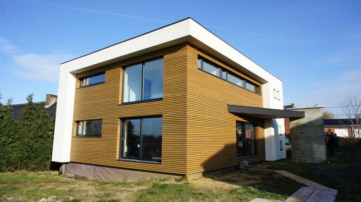 Bureau d'Architectes Desmedt Purnelle Paredes y suelos de estilo moderno