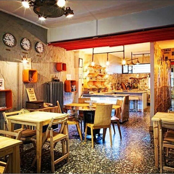 USLU YÖNEY Cocinas de estilo industrial Madera Acabado en madera