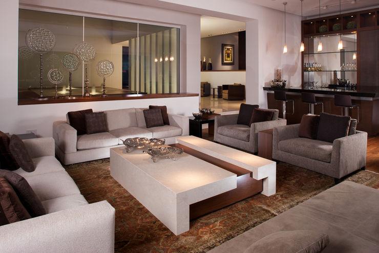 PORTICO Arquitectura + Construcción Salas de estilo clásico
