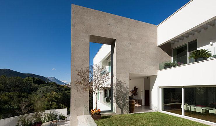 PORTICO Arquitectura + Construcción Casas de estilo clásico