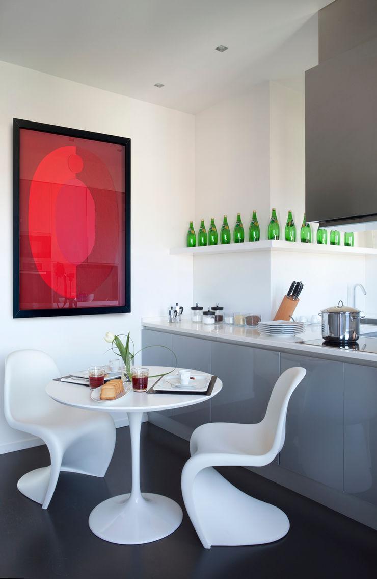 PDV studio di progettazione CozinhaMesas e cadeiras Branco