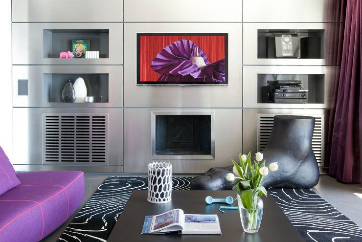 PDV studio di progettazione Sala de estarTV e mobiliário Metalizado/Prateado