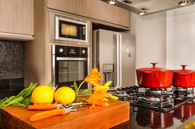 Renata Matos Arquitetura & Business KitchenBench tops