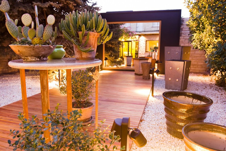 Objetos de diseño y muebles VIVANT LA VIE Jardines modernos: Ideas, imágenes y decoración