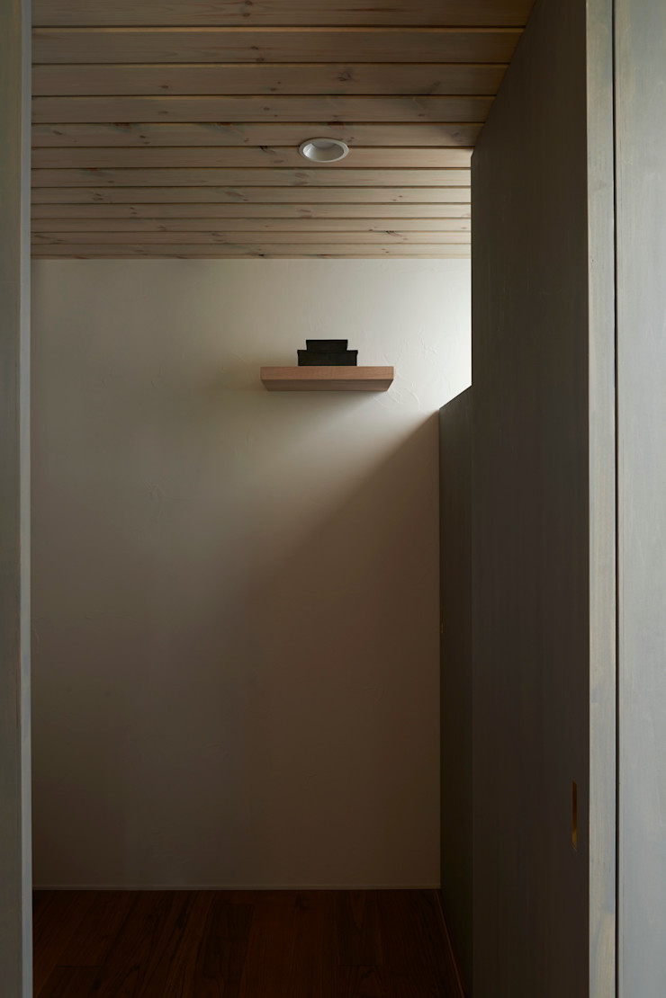 Mimasis Design/ミメイシス デザイン 現代風玄關、走廊與階梯 水泥 White