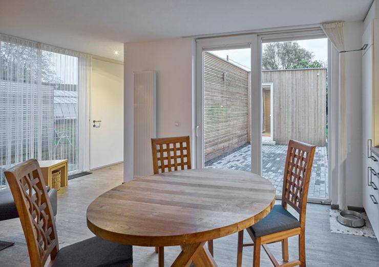 +studio moeve architekten bda Minimalist dining room