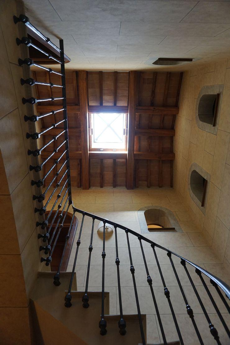 Studio Zaroli Pasillos, vestíbulos y escaleras de estilo rural