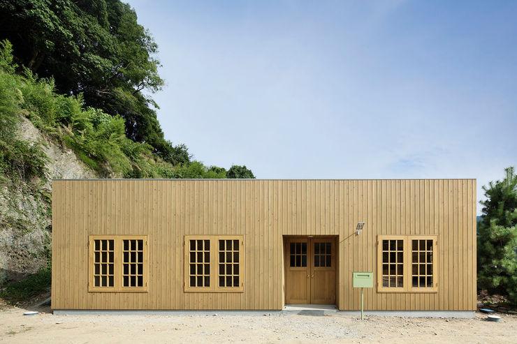 株式会社CAPD Classic style houses Wood