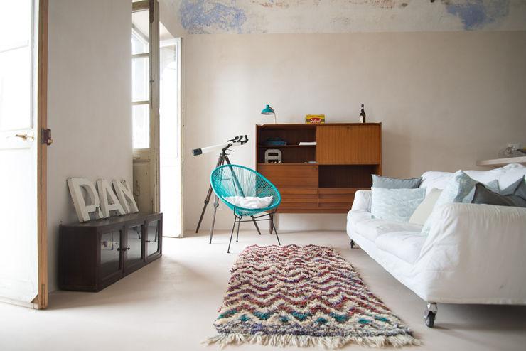 Appartamento in Liguria con3studio Soggiorno in stile mediterraneo Beige