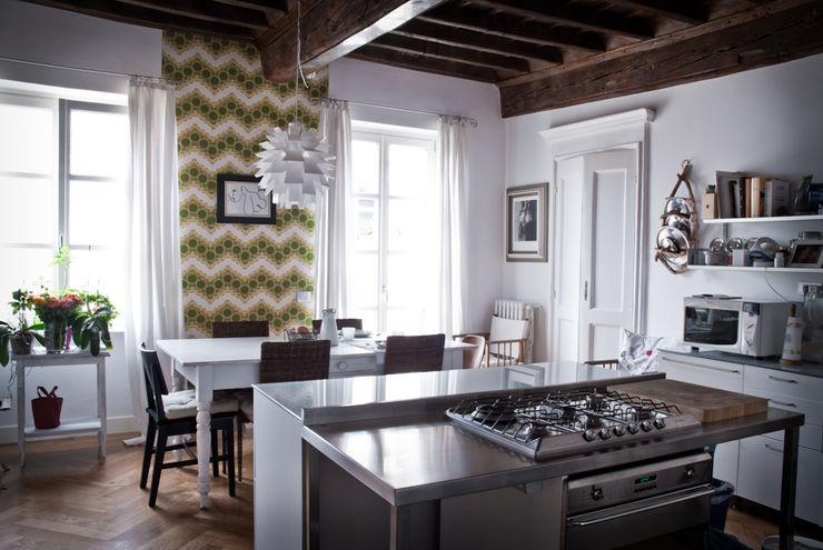 con3studio Cocinas de estilo escandinavo Blanco