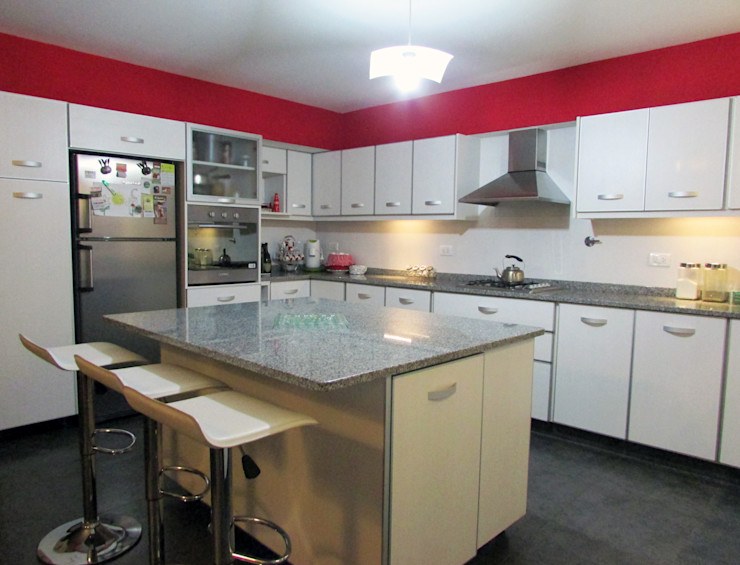 G7 Grupo Creativo Modern style kitchen White