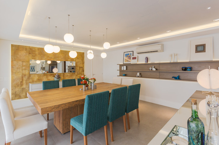 Enzo Sobocinski Arquitetura & Interiores 餐廳 複合木地板 Amber/Gold