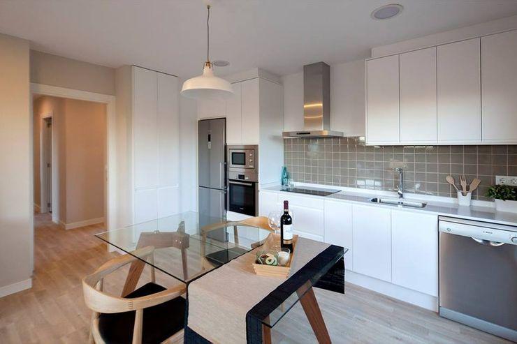 Cocina modelo Chipiona de Casas inHaus. Casas inHAUS Cocinas de estilo moderno Blanco