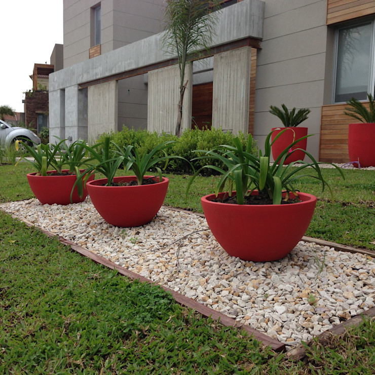 MODERN RED BAIRES GREEN Jardines modernos: Ideas, imágenes y decoración