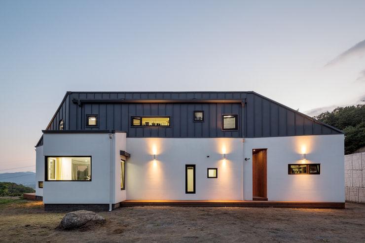 바위집( ROCK HOUSE ) B.U.S Architecture 모던스타일 주택