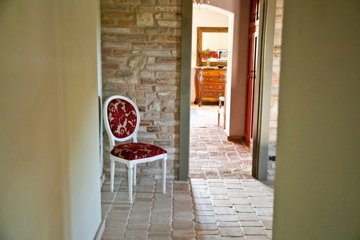 Ing. Vitale Grisostomi Travaglini 鄉村風格的走廊,走廊和樓梯