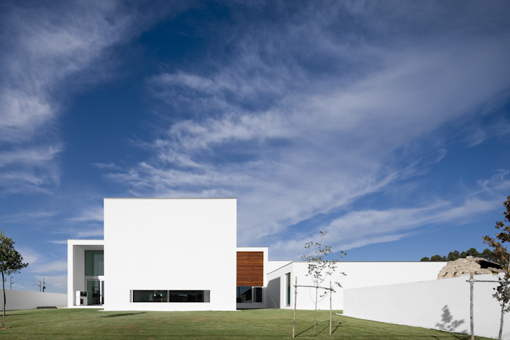 Aradas House RVDM, Arquitectos Lda 모던스타일 주택
