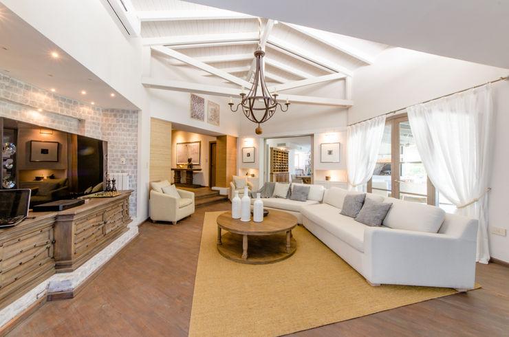BLOS Arquitectos Salas modernas Blanco