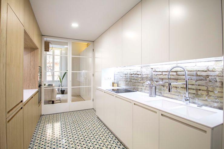 DonateCaballero Arquitectos Nhà bếp phong cách tối giản
