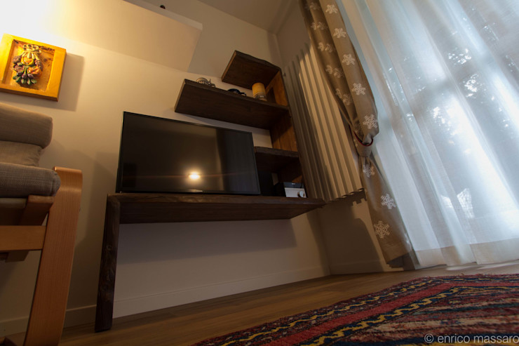 enrico massaro architetto Living roomTV stands & cabinets Solid Wood Wood effect