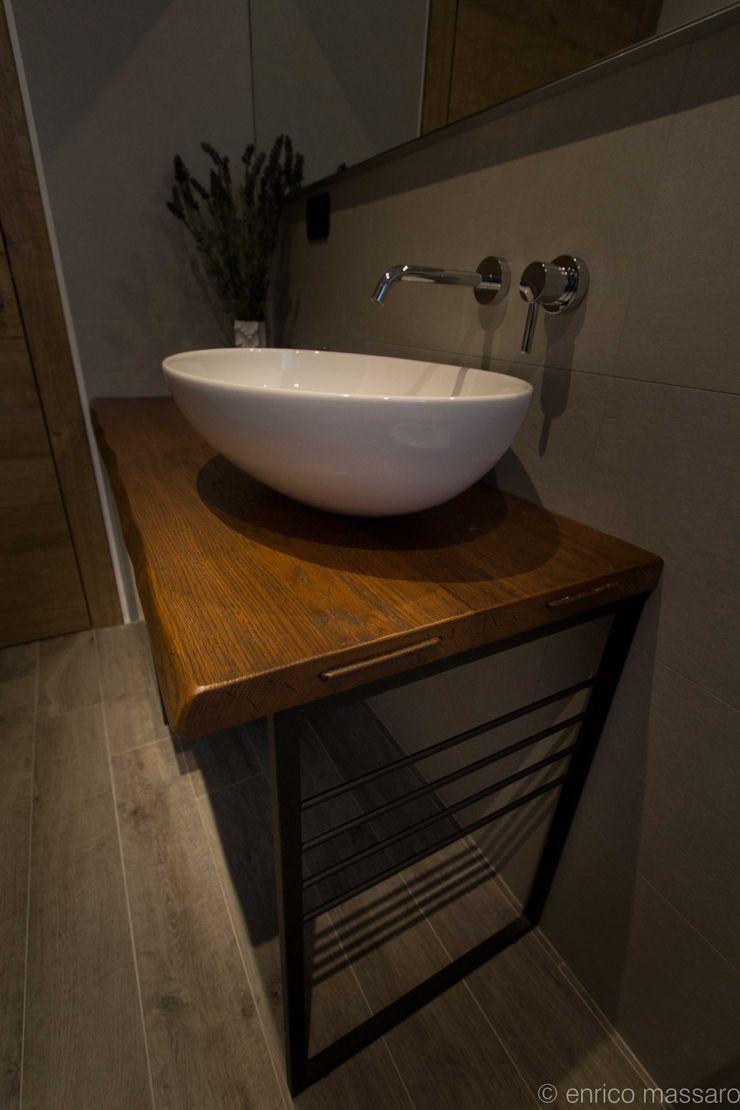 enrico massaro architetto BathroomShelves Solid Wood Wood effect