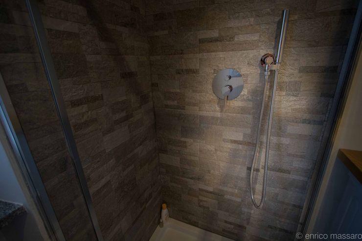 enrico massaro architetto Modern bathroom Ceramic Grey