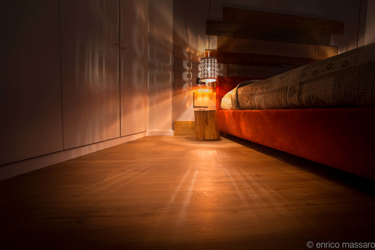 enrico massaro architetto Rustic style bedroom Wood Wood effect