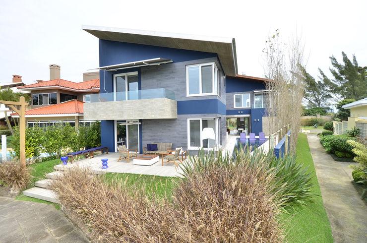 HECHER YLLANA ARQUITETOS 現代房屋設計點子、靈感 & 圖片