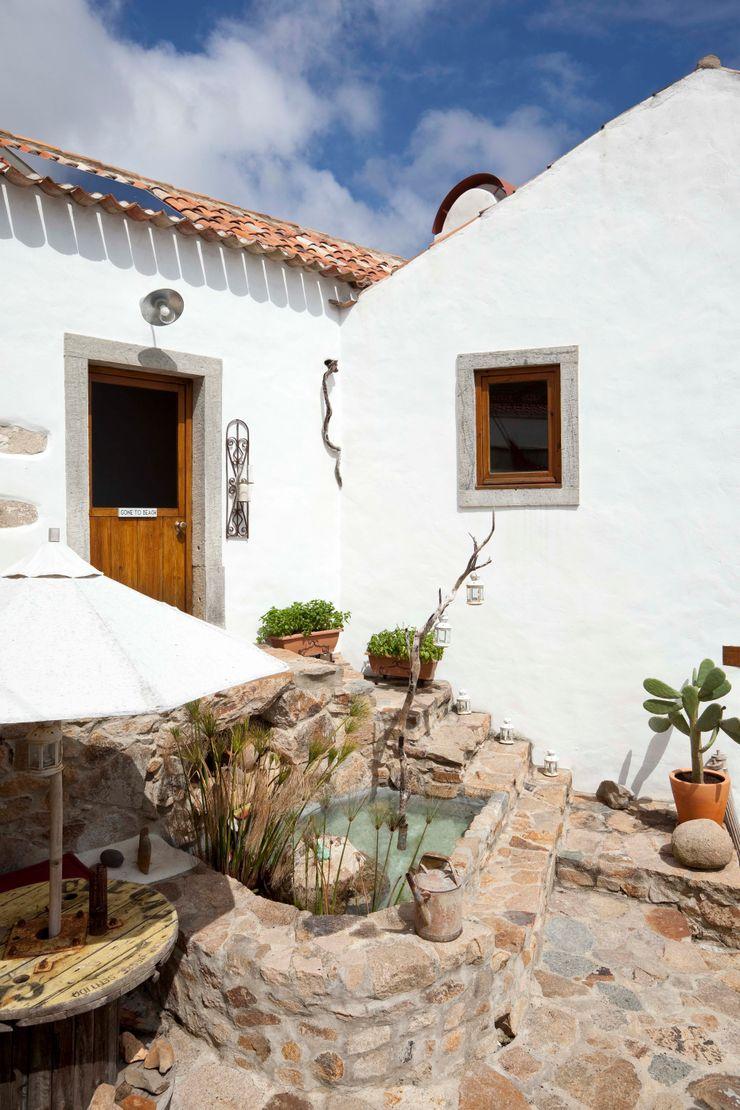 pedro quintela studio Balcone, Veranda & Terrazza in stile rustico Pietra Bianco