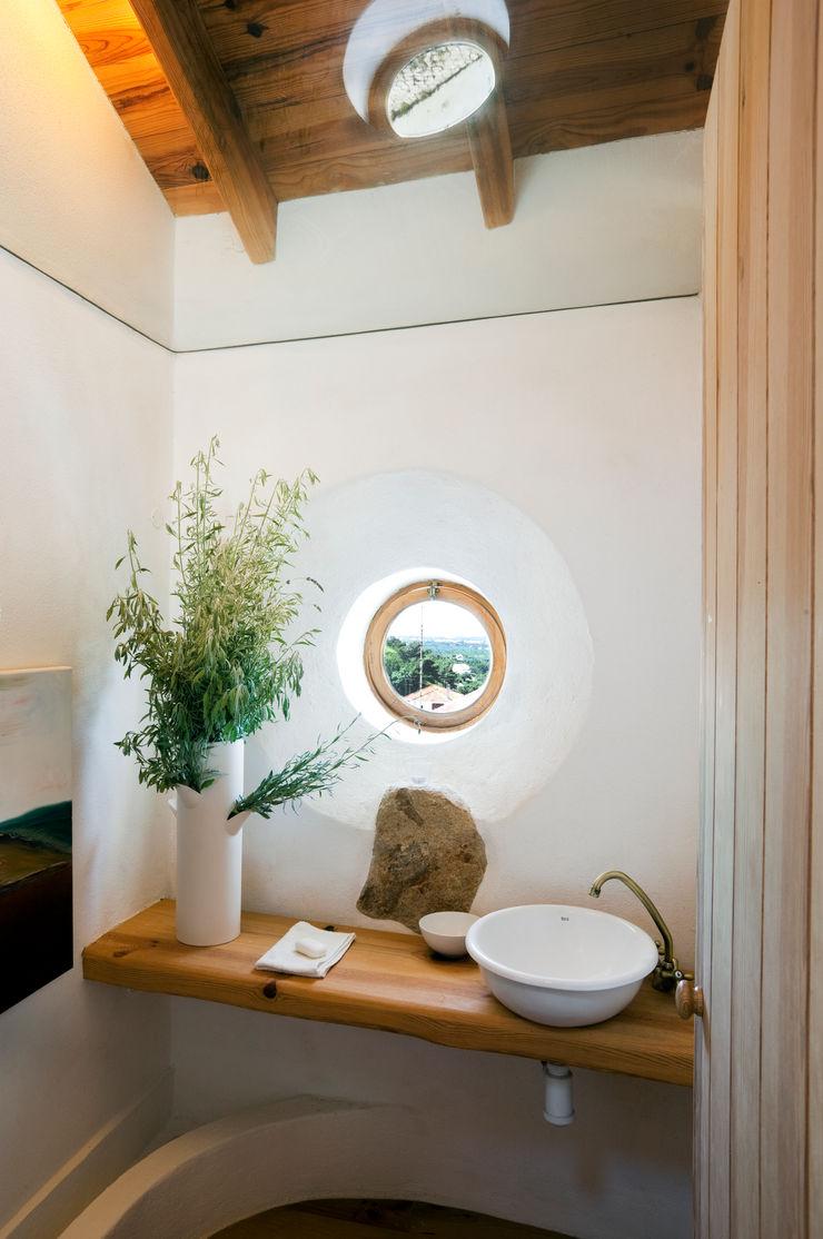 pedro quintela studio Bagno in stile rustico Vetro Bianco
