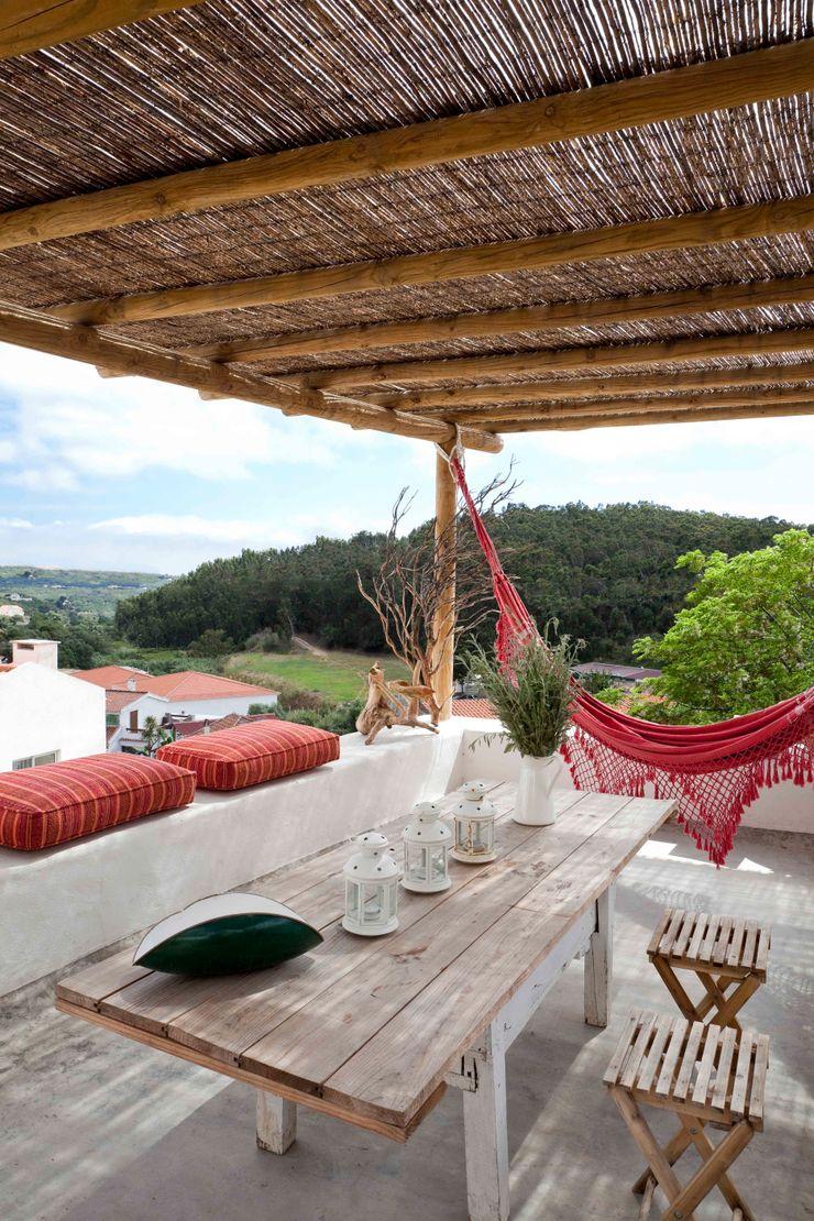 pedro quintela studio Balcone, Veranda & Terrazza in stile rustico Bianco