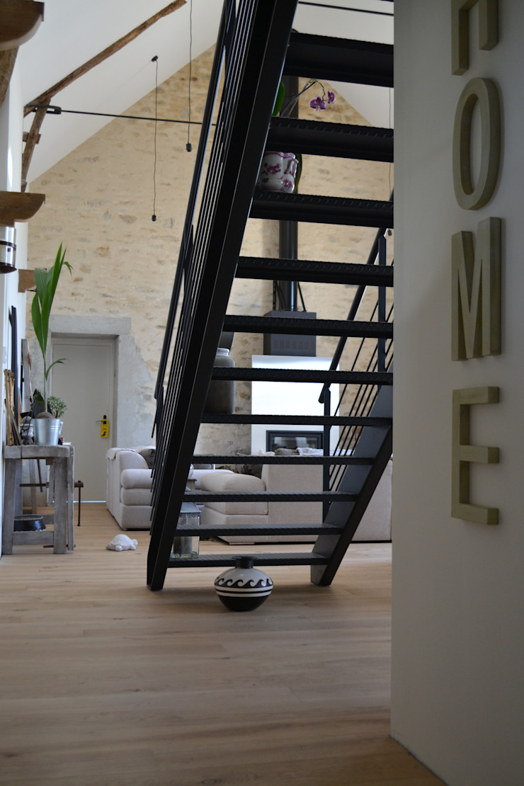 Courants Libres Industrial style corridor, hallway and stairs