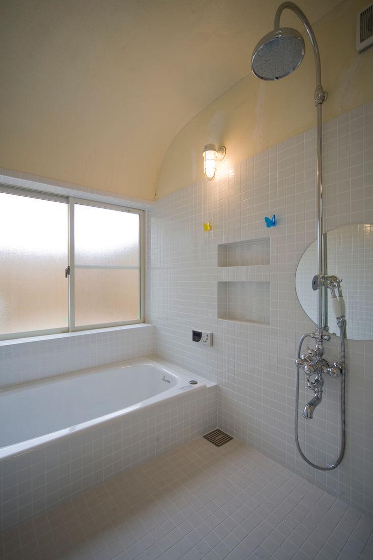 大森建築設計室 Ванна кімната Плитки Білий