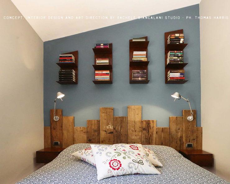 Reclaimed wood headboard homify Camera da letto in stile industriale Legno massello Blu