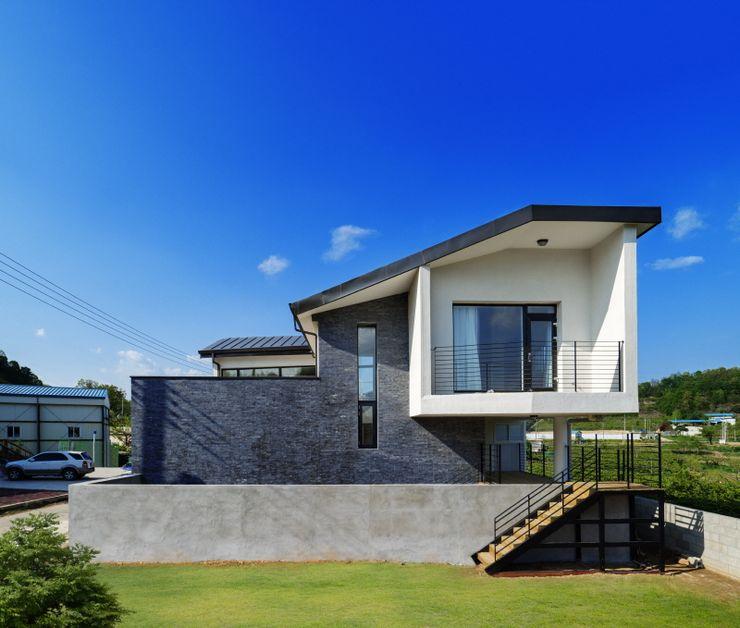'Snow AIDe Casas de estilo moderno