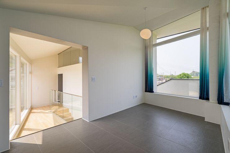'Snow AIDe Modern Living Room
