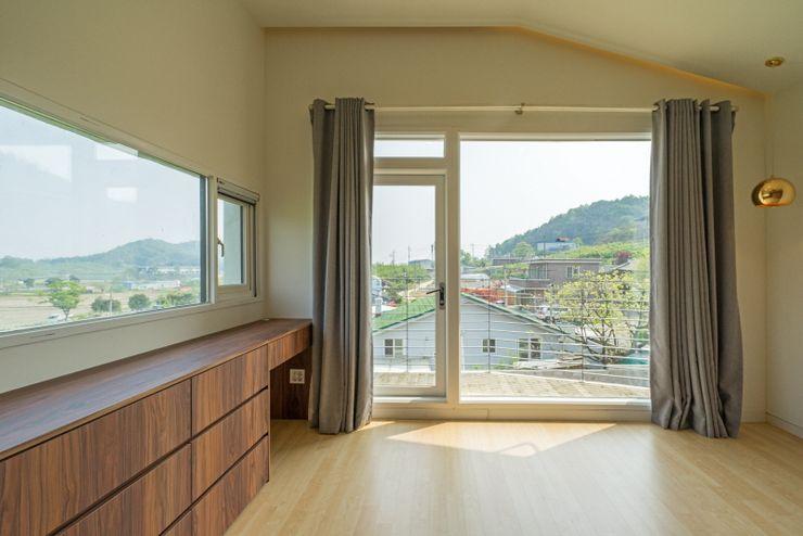 'Snow AIDe Modern Bedroom