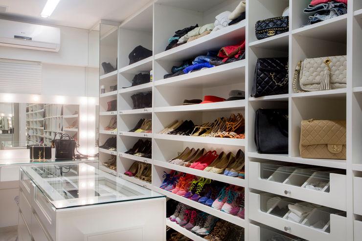 Karla Silva Designer de Interiores Modern dressing room White