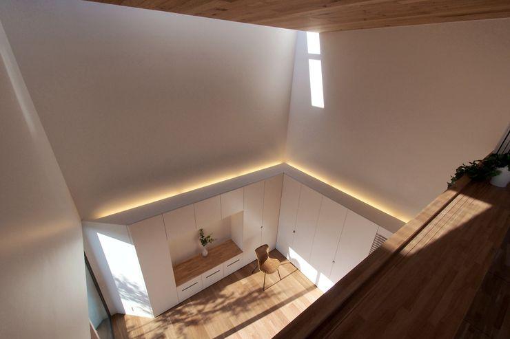 アトリエ スピノザ Minimalistische Wohnzimmer
