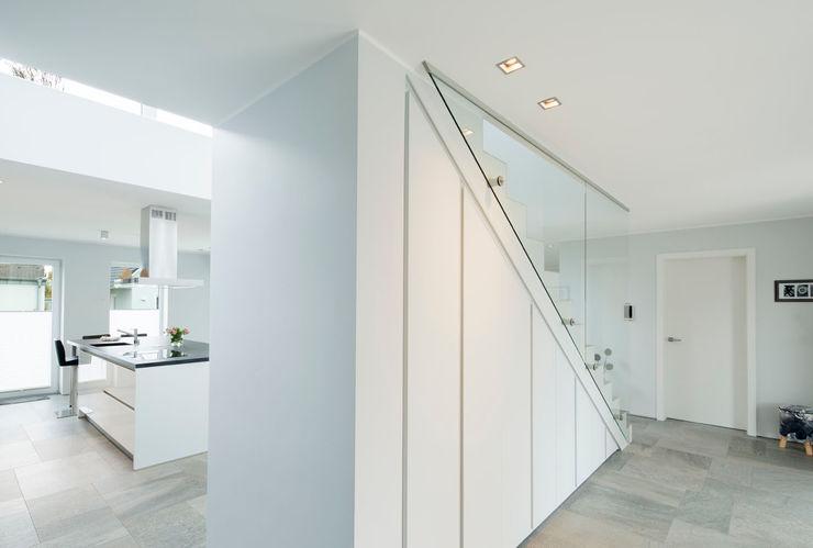 Architektur Jansen Ingresso, Corridoio & Scale in stile minimalista