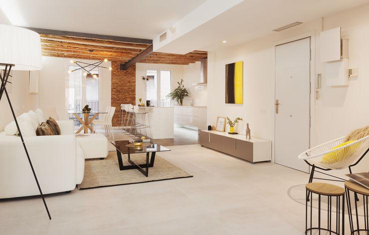 Open plan space Markham Stagers Soggiorno moderno Laterizio Bianco
