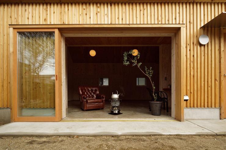 株式会社井上貴詞建築設計事務所 Minimalist windows & doors