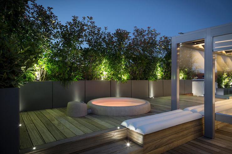 Jardinières sur mesure en métal Thermolaqué homify Balcon, Veranda & TerrasseAccessoires & décorations Aluminium/Zinc Gris